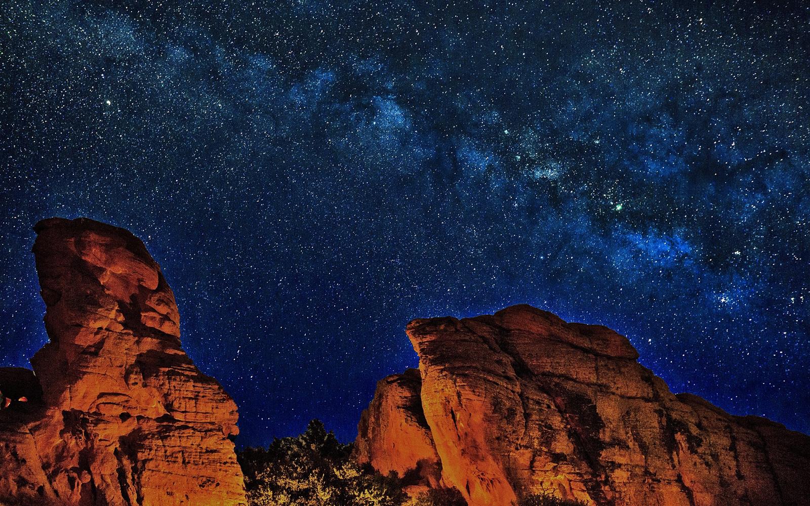 銀河系中心部を映す天の川