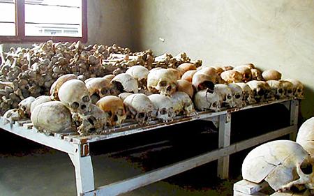 ムランビ虐殺記念館に並べられた頭蓋骨