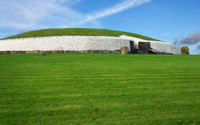 アイルランドの世界遺産「ブルー・ナ・ボーニャ ボイン渓谷の遺跡群」のニューグレンジ