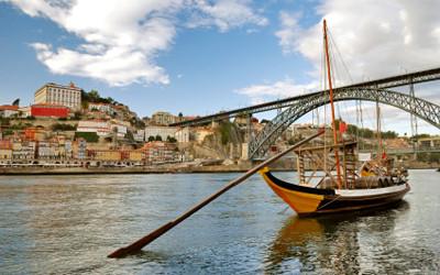 ポルト歴史地区。ドウロ川とドン・ルイス一世橋