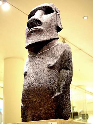 大英博物館収蔵のモアイ、ホアハカナナイア (C) James Miles