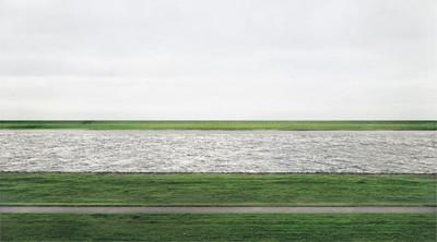 アンドレアス・グルスキー「ライン川 2」1999年