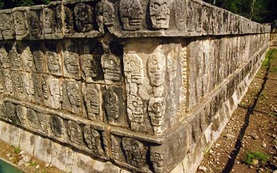 古代都市チチェン・イッツァのツォンパントリ