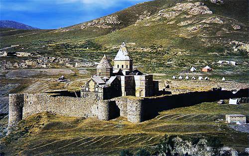 新登録の無形文化遺産「聖タデウス修道院への巡礼(アルメニア/イラン共通)」の巡礼先である世界遺産「イランのアルメニア修道院群」の聖タデウス修道院