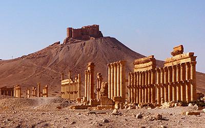 パルミラの列柱とアラブ城砦