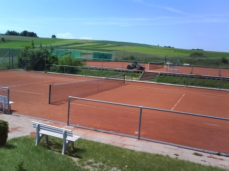 Tennisplatz in Mittelbrüden