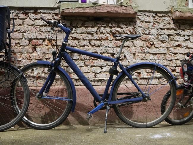 mein Fahrrad mit blauen Cordstoff überzogen