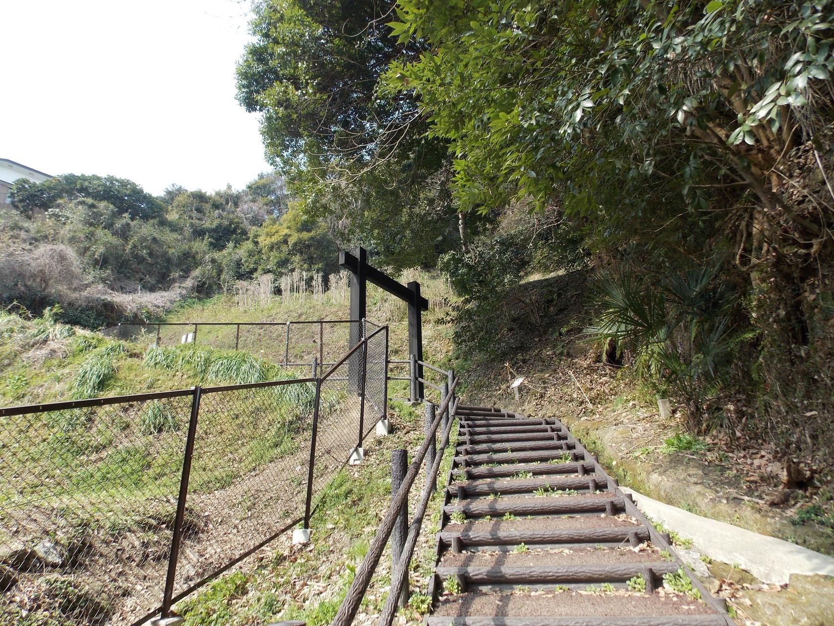 七曲坂の冠木門