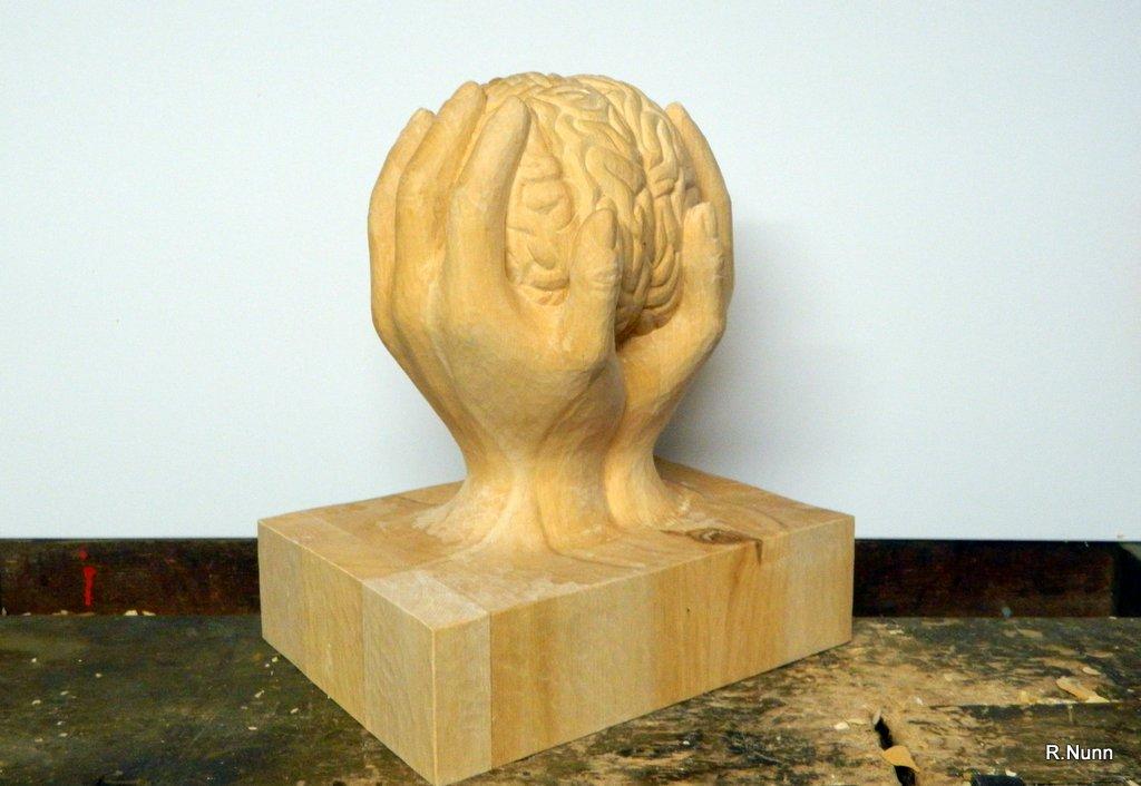 Holzskulptur - tragende Hände