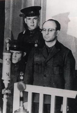 Anton Kaindl vor dem SMT der Garnison Berlin