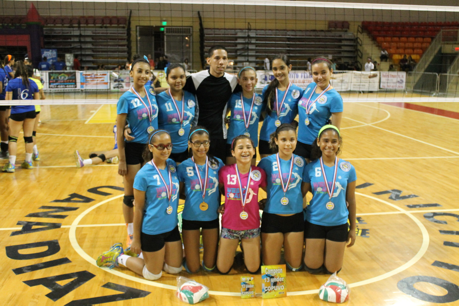 EL EQUIPO CAMPEON DE PUERTO RICO EN 13 UNDER WEST COAST VOLLEYBALL ACADEMY DE CABO ROJO