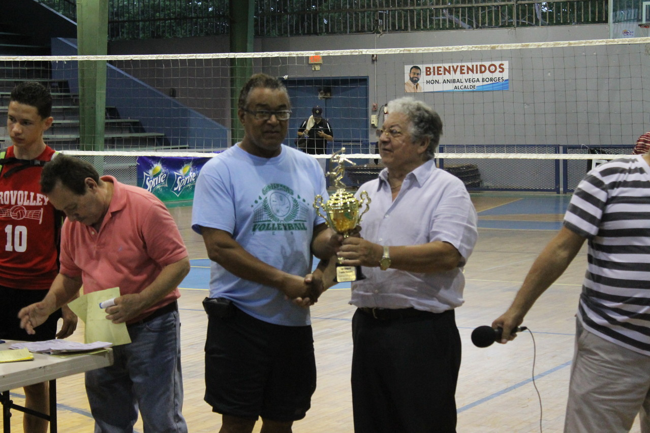 PAPO RECIBE EL TROFEO DE SUBCAMPEON EN 9 UNDER