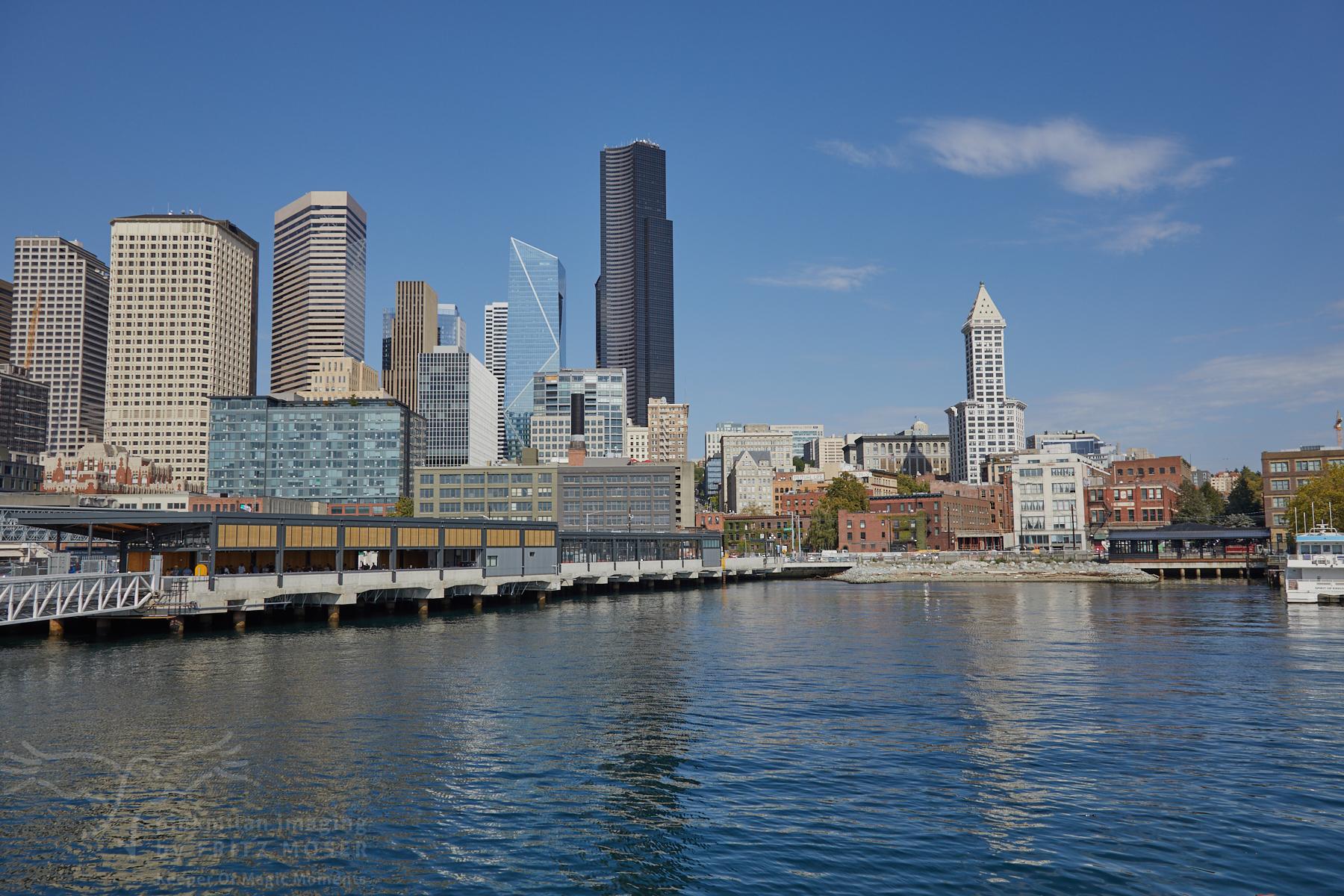 Teil der Seattle Sky Line beim Ablegen des Wassertaxi