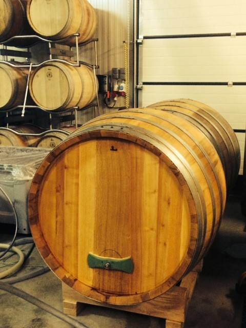 Neue Fässer für feinen Wein