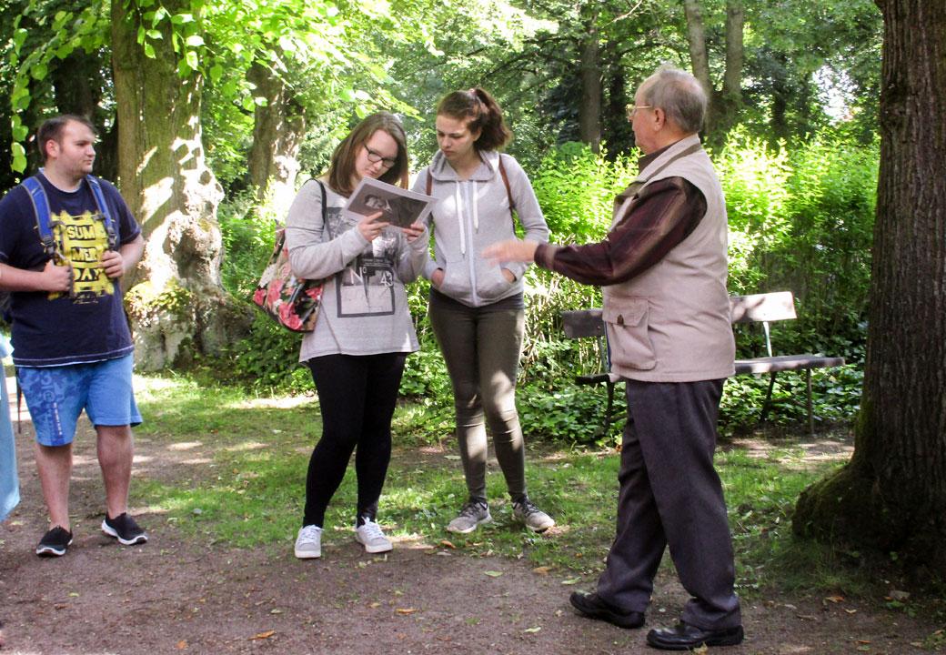 Juni 2017 - Projekttage: Für immer und ewig - Führung über den Friedhof Altendorf