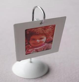 1 kleiner Fotorahmen für Tischdeko (hängendes Magnet) > Fr. 1.50/Stk.