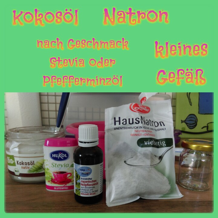 Ihr braucht nur 2 Grundzutaten: 4TL Kokosöl, 2TL Natron, nach Belieben noch ein paar Tropfen Pfefferminzöl, etwas Stevia oder Kurkuma.