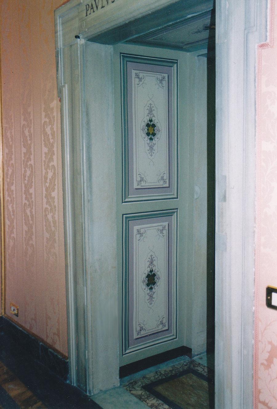 Decorazione eseguita su tela e montata su parete, riprodotta da una decorazione esistente. Sala delle Dame, Palazzo Apostolico (Vaticano). Rosa Decorazioni.