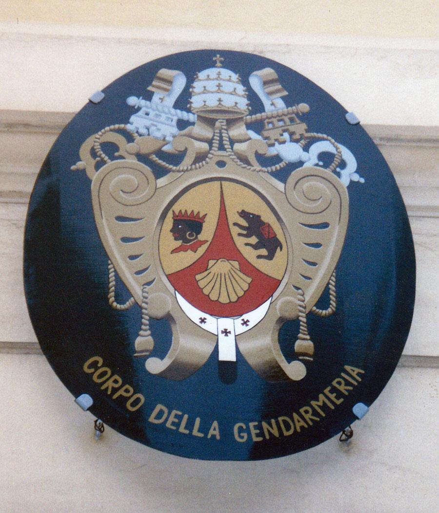 Riproduzione dello stemma araldico del Pontefice Benedetto XVI per il Corpo della Gendarmeria del Vaticano. Rosa Decorazioni