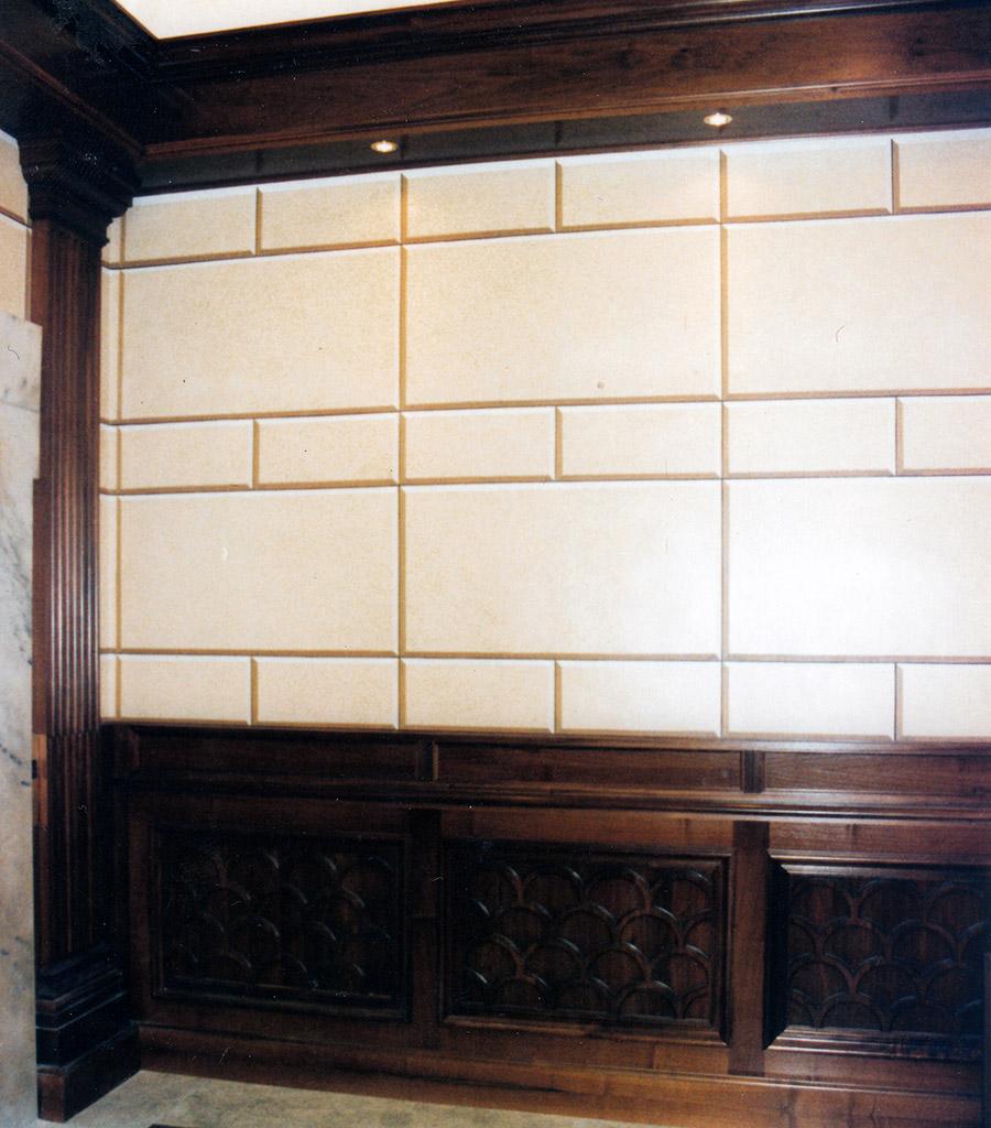 Decorazioni-murali-di-pareti-con-finto-bugnato-dello-sbarco-ascensori-di-Palazzo-Chigi-a-Roma