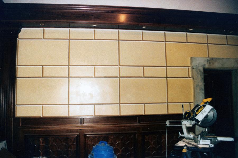 Decorazioni-murali-di-pareti-con-finto-bugnato-dello-sbarco-ascensori-di-Palazzo-Chigi-a-Roma---Rosa-Decorazioni
