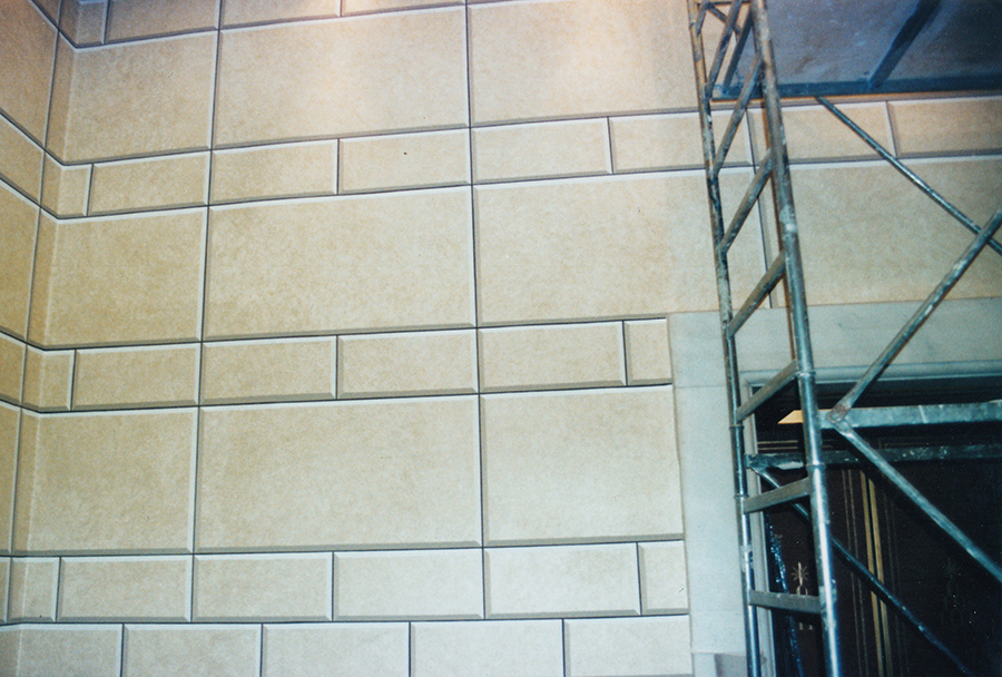 Decorazione murale - Decorazione del secondo sbarco ascensori con finto bugnato - Palazzo Chigi a Roma - Rosa Decorazioni