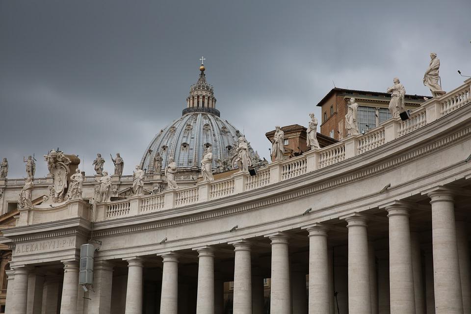 Restauro del Colonnato della Basilica di San Pietro a Roma eseguito da Pietro Rosa - Rosa Decorazioni