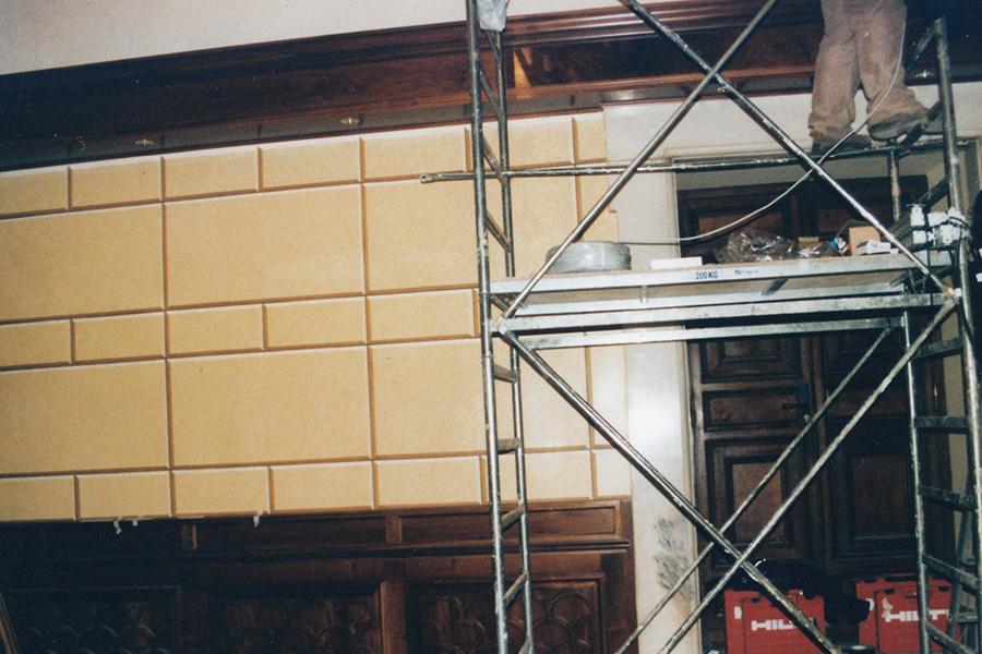 Lavori-di-Decorazioni-murali-di-pareti-con-finto-bugnato-dello-sbarco-ascensori-di-Palazzo-Chigi-a-Roma---Rosa-Decorazioni