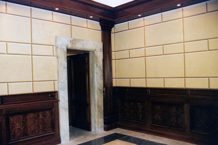 Decorazioni murali di pareti con finto bugnato dello sbarco ascensori di Palazzo Chigi a Roma - Rosa Decorazioni.