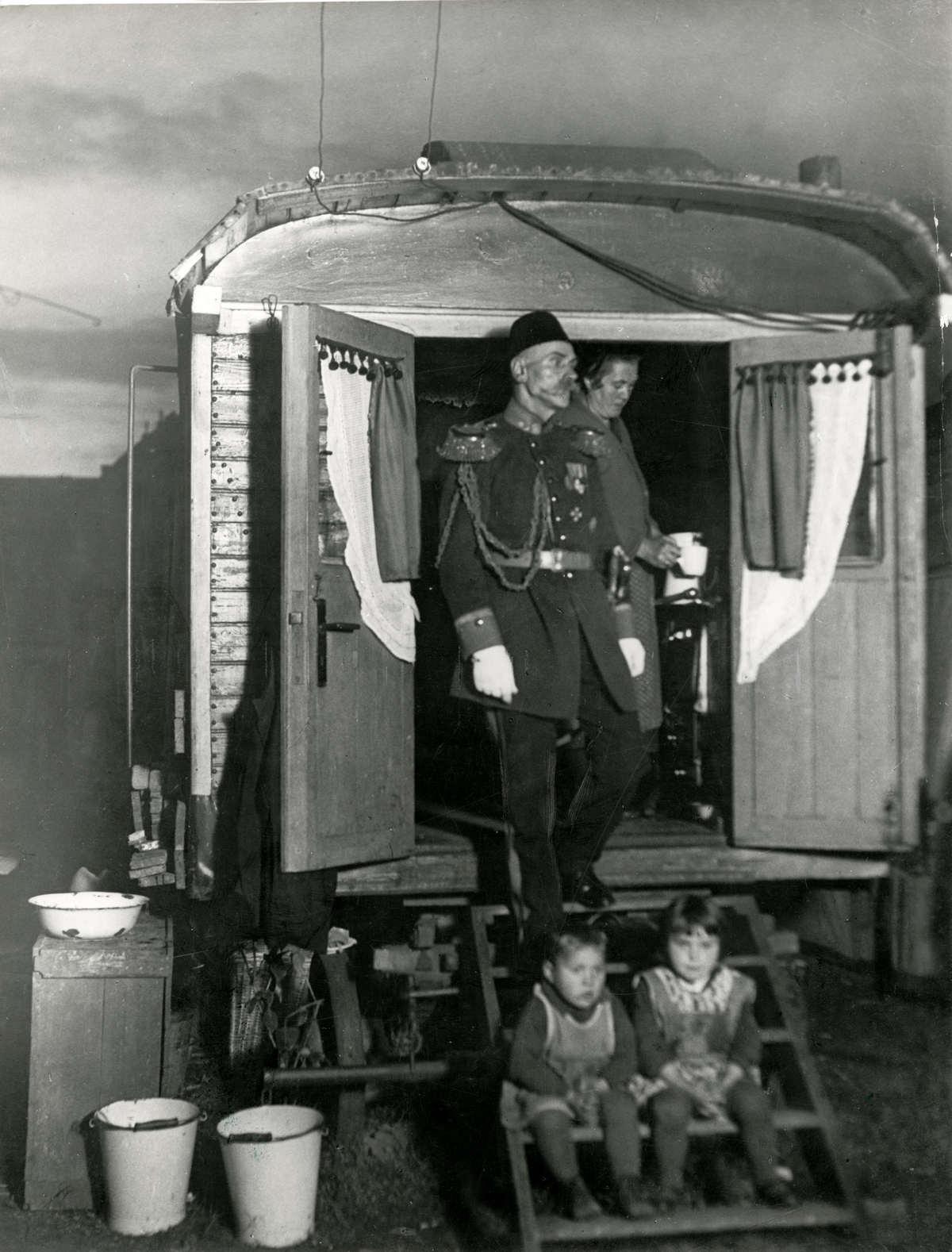 Otto Witte in Zirkuswagen