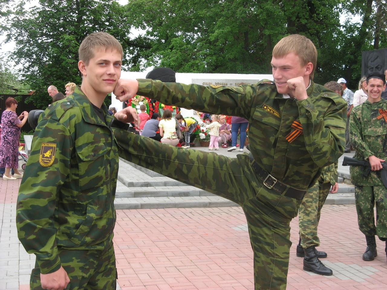 Участники секции рукопашного боя