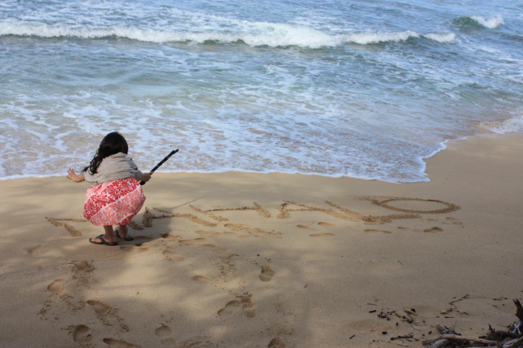 ビーチに落書き