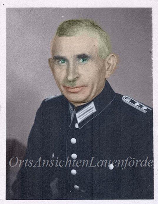Mein Grossvater, Heinrich Mauritius, 1940er Jahre in Feuerwehruniform.