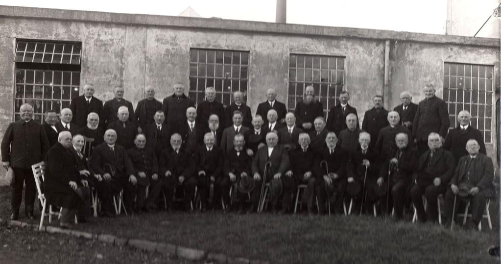 """Seniorengruppe der """"Arbeitsveteranen"""" 20er/30er Jahre"""