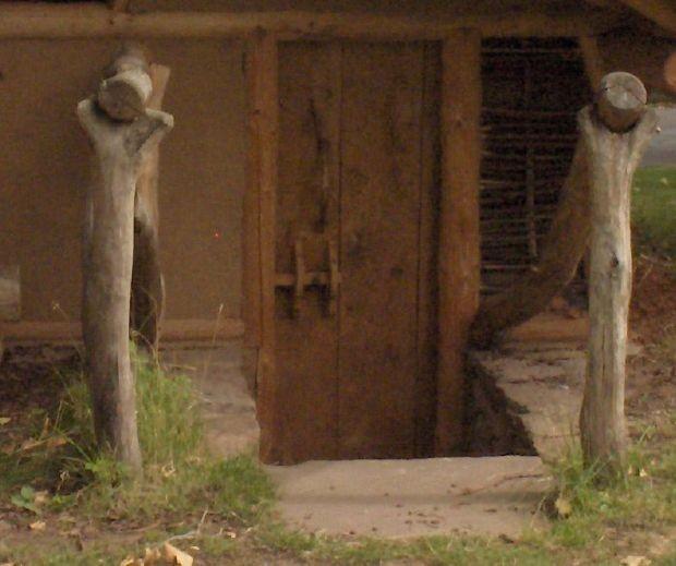 Eingang zum Grubenhaus