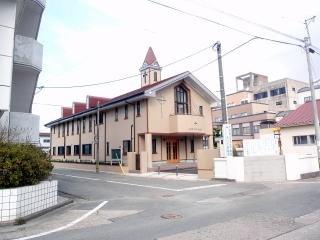 ⑧教会到着                  教会の左手前に、恵愛園の自然酵母のパン屋さん「ラソラ」があります