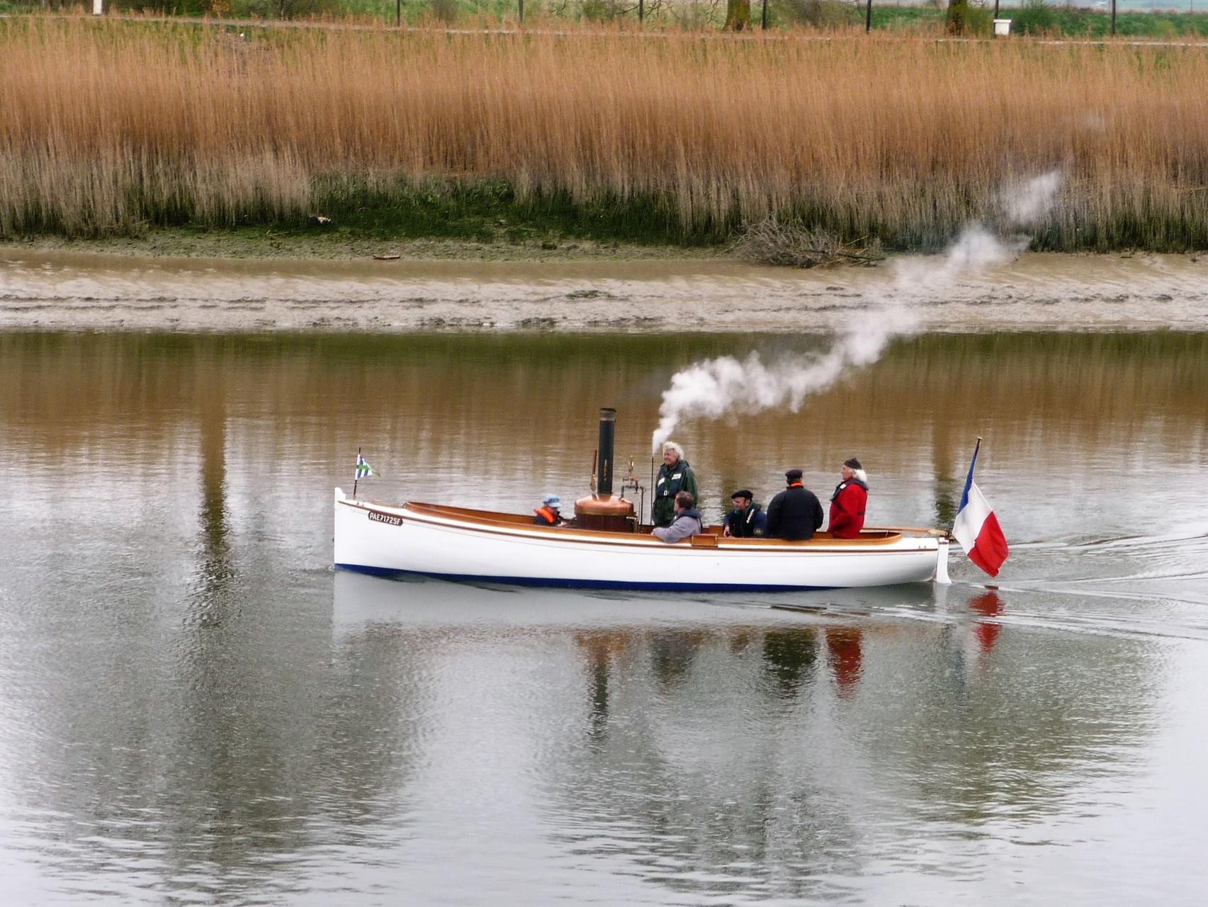 La chaloupe à vapeur dans le port de Saint-Valéry sur Somme