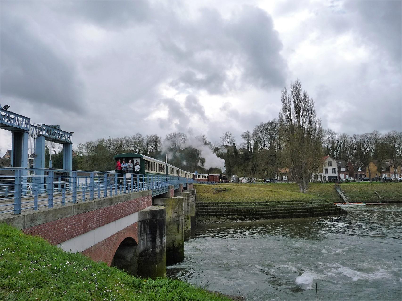 sur l'écluse vers la gare de Saint-Valéry sur Somme