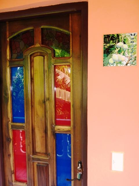 puerta de entrada a una de las habitaciones