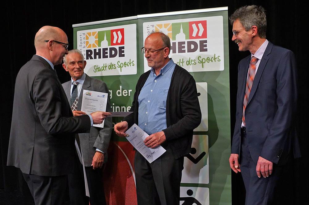 Werner Niehaus erhielt einen Ehrenamtspreis für seine langjährige Trainertätigkeit im Hammerwurf.