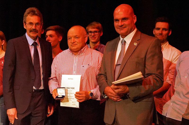 Das LAZ Rhede war der Verein, der mit 31 Sportlern die meisten Geehrten stellte. Darunter war auch Hans Wewering, der die Medaille in Gold erhielt.