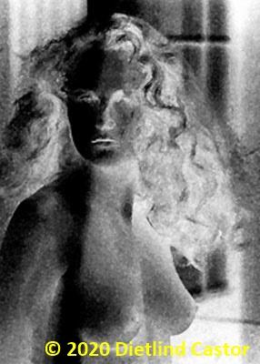 Junge Frau im Fenster © 2020 Dietlind Castor