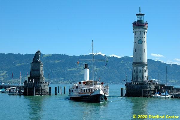 Die Hohentwiel fährt in den Lindauer Hafen ein © 2020 Dietlind Castor