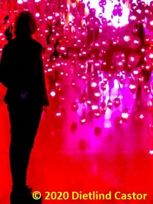Frau im Licht © 2020 Dietlind Castor