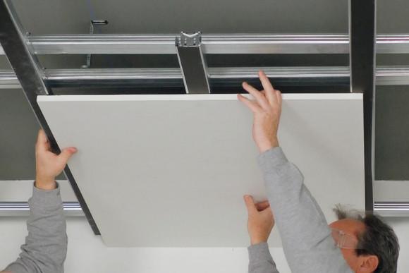 Abhängen einer Decke von CMS Fassadengestaltung GmbH Mitarbeiter