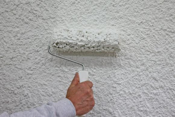Malerarbeiten an einer Fassade