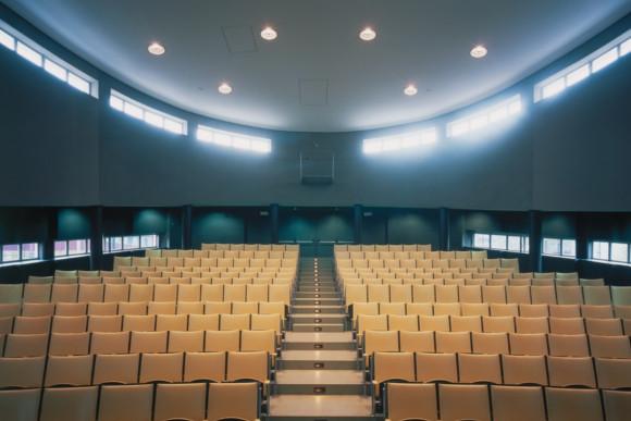 CMS Fassadengestaltung - Akustikbau in einem Hörsaal