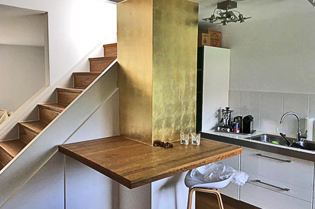 goldene Küchenwand