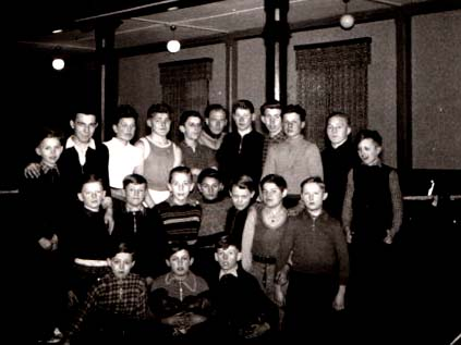 Die Jugendabteilung kurz vor der Generalversammlung im Februar 1954 mit Jugendwart Gansor