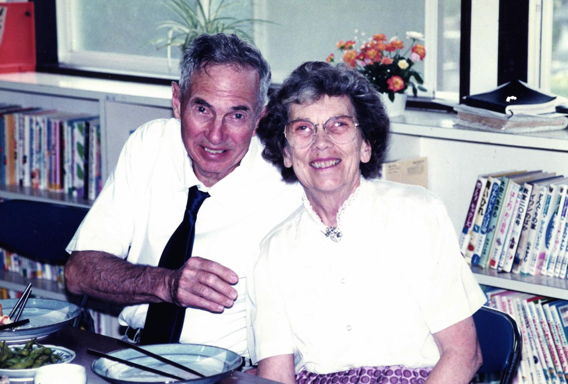 高麗の家々を一軒一軒訪問し、伝道し、教会のために力を注いでくださったレナード宣教師夫妻。